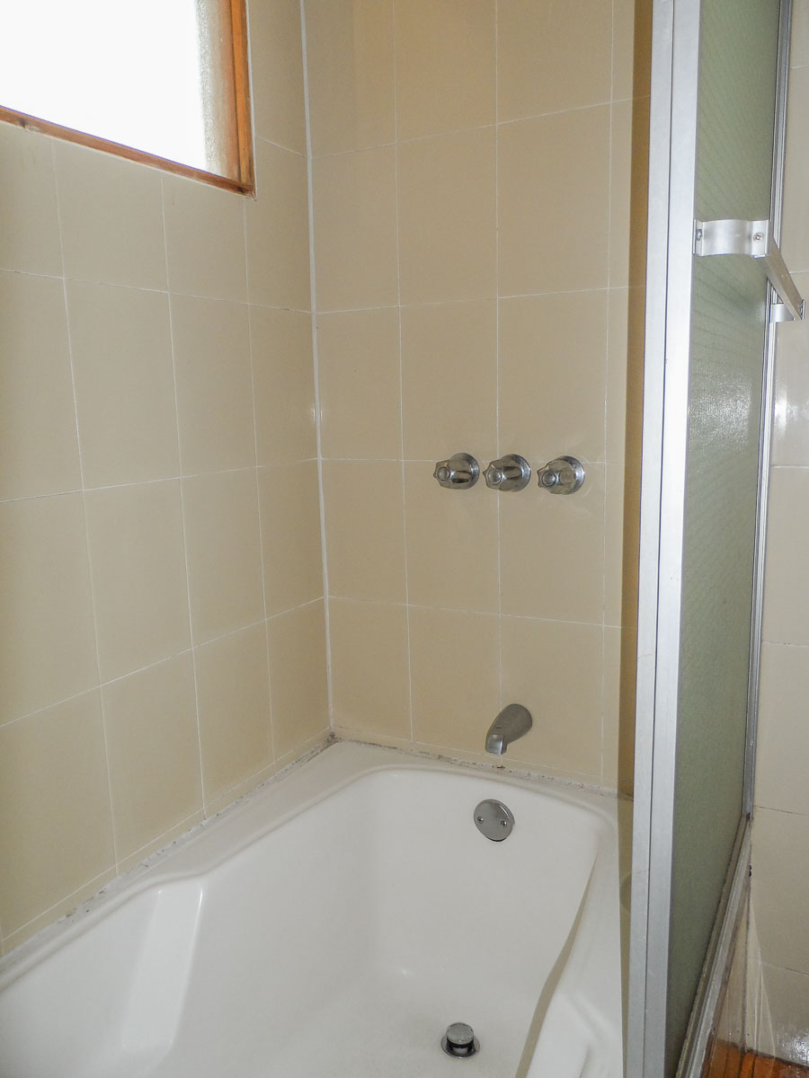 8H-Bathroom-2
