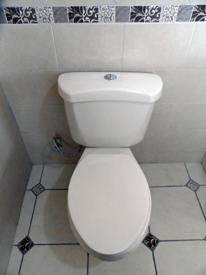 rent-quetzaltenango-toilet
