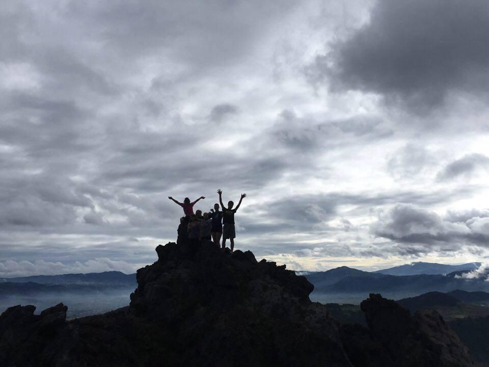 hike-cerro-quemado-volcan-almolonga